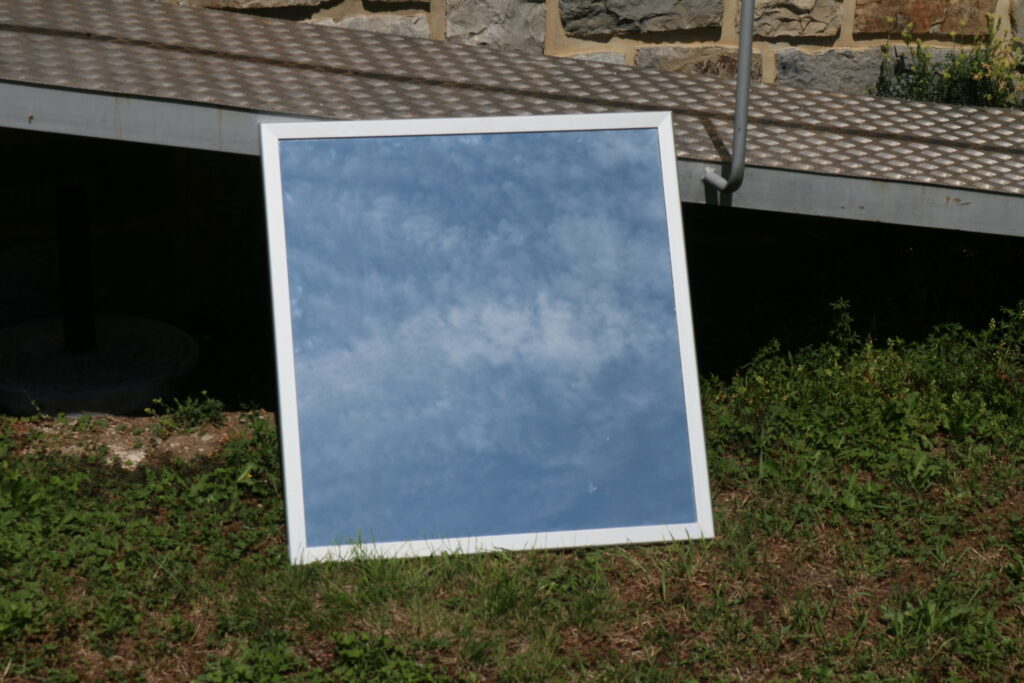 Wandspiegel in den Himmel